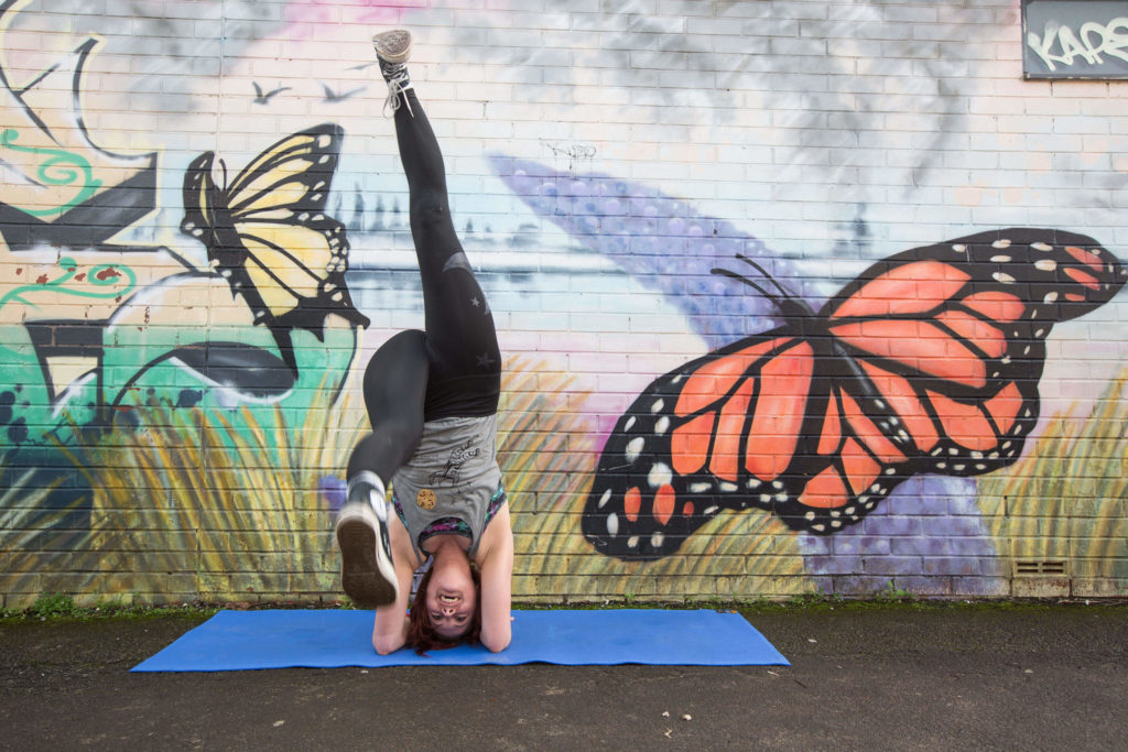 Sinead demonstrates the single leg lift way into headstand