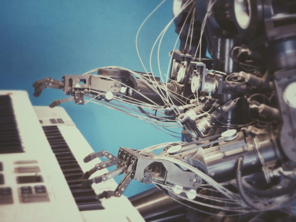 Model robot playing keyboard. Photo by Photos Hobby on Unsplash